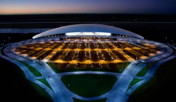fachada aeropuerto internacional de carrasco
