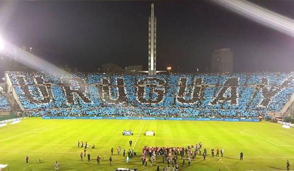 partido selección uruguaya de fútbol en el estadio centenario