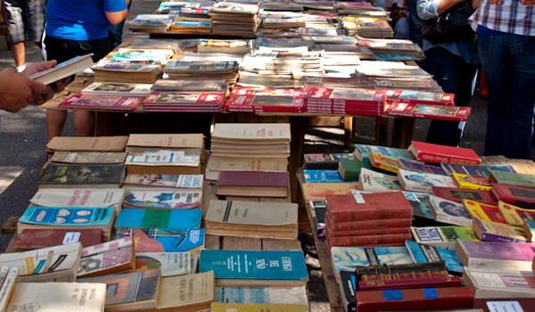 libros en feria de tristan narvaja