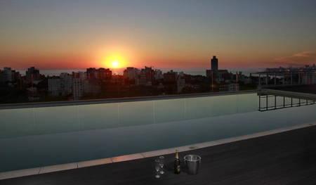 piscina hotel dazzler montevideo