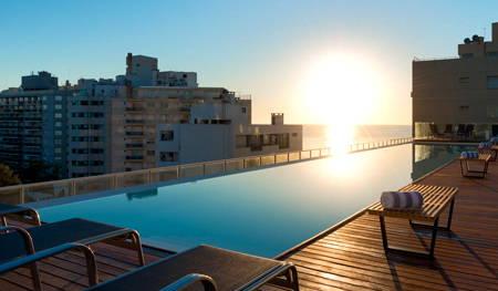 piscina hotel esplendor by wyndham montevideo punta carretas