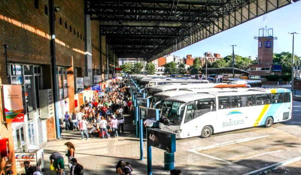 ómnibuses en la terminal tres cruces