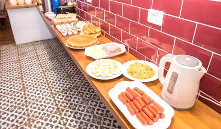 desayuno el viajero colonia hostel y suites