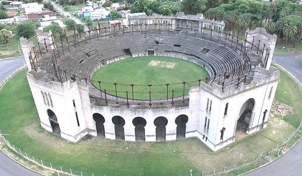 histórica plaza de toros real de san carlos