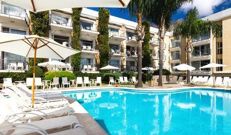 piscina radisson hotel colonia del sacramento