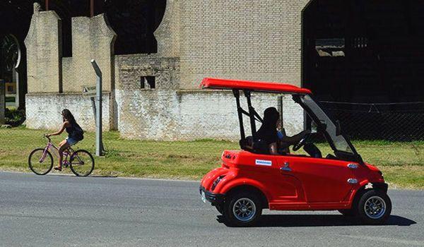 recorrer colonia en carro de golf