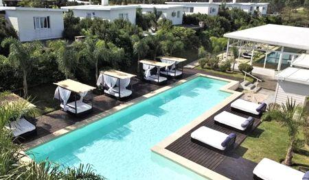 piscina skyblue apart hotel punta colorada